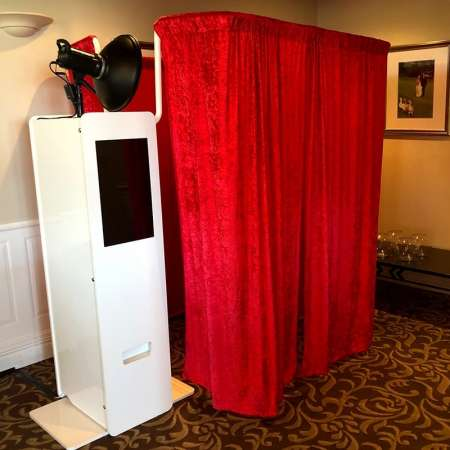 Event-Photo-Booth-Hire-Sydney-Enclosed-Photo-Booth-min